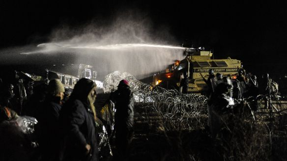 dakota-pipeline-water-cannon-e1479780151487
