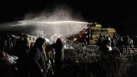 dakota-pipeline-water-cannon-e1479780151487